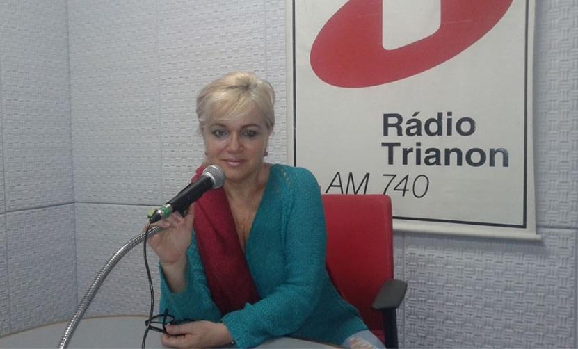 a aaaa adriana cambaúva no microfone